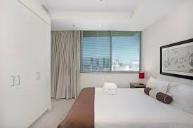 Melbourne 2 Bedroom Apartments Cbd 2 Bedroom 1 Bathroom Apartment In Melbourne Cbd Collins Street