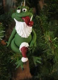 frog with santa hat handmade by reichert