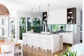 cuisine blanche avec ilot central cuisine blanche avec une table en ilot central