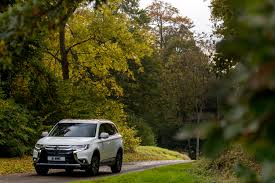 mitsubishi outlander off road revised mitsubishi outlander diesel offers improved specification