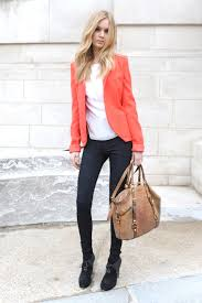 outfits for women in their early 20s 10 basic fashion items every 20 year old should have in her closet