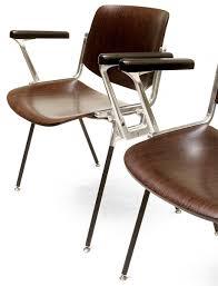 castelli ufficio chaise empilable dcs 106 en bois marron par giancarlo piretti pour