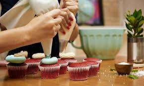 cake decorating class golda s kitchen groupon