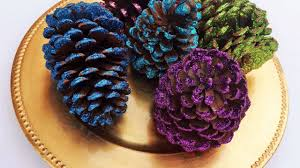 how to make beautiful glittered pine cones diy crafts tutorial