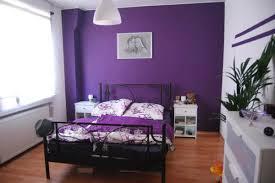schlafzimmer lila lila wandfarbe bilder ideen couchstyle wandgestaltung