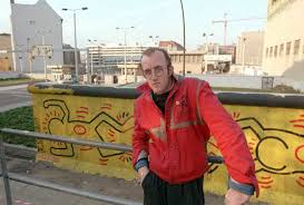 when keith haring graffitied the berlin wall