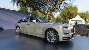gold phantom car 2018 rolls royce phantom commands attention at monterey
