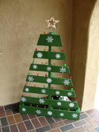 pallet christmas tree with lighted star pallet projects