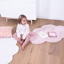 chambre bébé pastel tapis nuage pastel pour chambre bébé fille par lilipinso