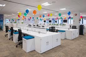 bureau vide bureau vide rempli de ballons photo stock image du bureaux