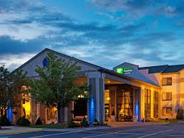 grand rapids mi airport holiday inn express suites grand rapids airport hotel by ihg