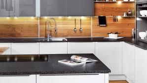 küche rückwand ideen für die küchenrückwand glas metall fliesen holz