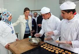 cuisine apprentissage la reine rania de jordanie découvre l atelier cuisine du centre d