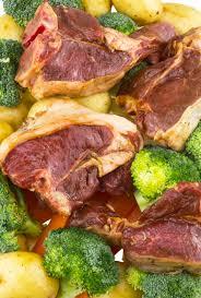 cuisiner brocoli côtelettes d agneau prêtes à cuisiner brocoli carottes pommes de