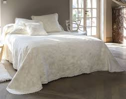 couvert lit boutis couvre lit dessus de lit jet礬 de lit becquet