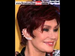 back view of sharon osbourne haircut burgund haarfarbe für sharon osbourne short haircut reife himbeere