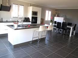 en cuisine avec modele de cuisine avec ilot central maison design bahbe dans la