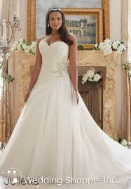 bridesmaid horror stories that will scare you out of 13 tips for shopping for plus size wedding dresses wedding shoppe