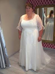 robe de mari e original styliste de robe de mariée originale en satin de soie avignon