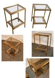 table bout de canap en verre paire de bout de canapes 1970 en laiton tablettes en verre