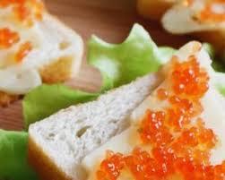 caviar recettes cuisine recette de toasts apéritifs de noël au caviar et emmental
