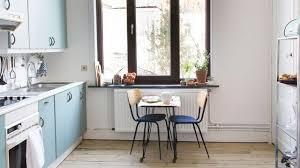 cuisine ancienne avant après relooking peinture et sol d une cuisine ancienne