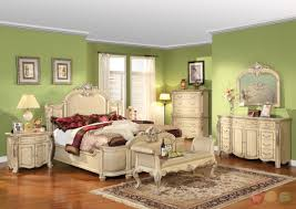 Choosing Vintage Bedroom Furniture
