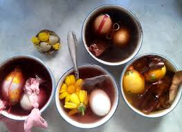 Decorating Easter Eggs Natural Dyes by Easter Traditions How To Decorate Easter Eggs Naturally Food