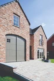 l shaped garages sectionale garagepoort nature line in pastorijstijl met venster