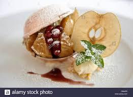 la nouvelle cuisine nouvelle cuisine gourmet apple dessert stock photo