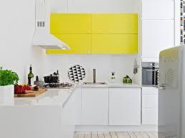 cuisine jaune et blanche une touche de couleur dans la cuisine cocon de décoration le