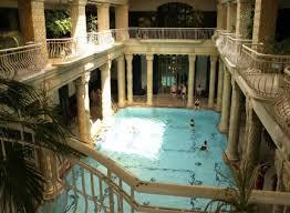 bagno termale e piscina széchenyi bagni termali gellert a budapest