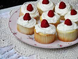 raspberry filled white chocolate buttercream cupcakes amanda u0027s
