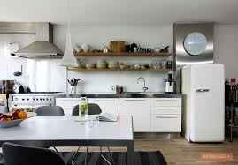 arrange the open shelves in your kitchen renomania