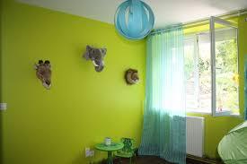 chambre enfant verte tête peluche bibib co peinture vert anis
