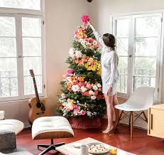 Christmas Tree Decor Ideas by People Are Decorating Their Christmas Trees With Flowers And The