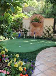 Backyard Patio Ideas For Small Spaces Best 25 Backyard Putting Green Ideas On Pinterest Outdoor
