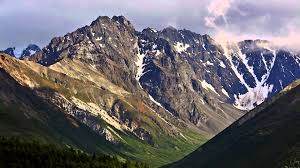 Alaska mountains images Driving through alaska mountain ranges jpg