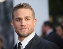 how to get thecharlie hunnam haircut king arthur star charlie hunnam medical marijuana chat helped me