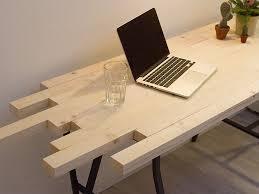 construire un bureau en bois fabriquer un bureau design en lattes de bois
