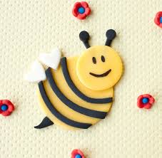 bumble bee cake toppers best 25 bumble bee cupcakes ideas on bee cupcakes
