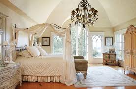 Off White Chandelier Victorian Style Canopy Bed With Off White Curtain And Bedding Set