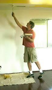 pitturare soffitto tinteggiare il soffitto di una stanza trucchi di casa