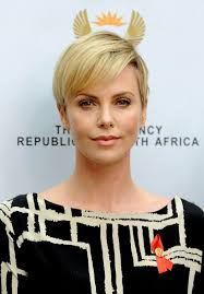 short hairstyles with height 19 times charlize theron inspired us to cut our hair short huffpost