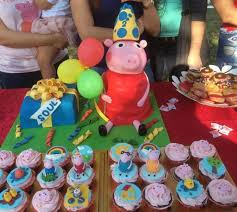 peppa pig cupcakes peppa pig cake and matching cupcakes cakecentral