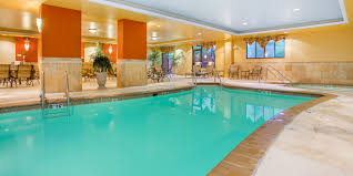 Holiday Inn Express & Suites Bloomington Hotel by IHG