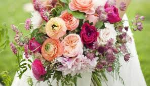 wedding flowers types confetti s guide to the 13 most popular wedding flower types