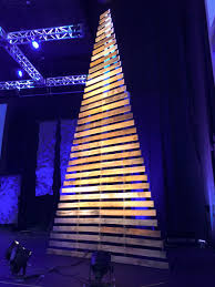 pallet christmas tree a pallet shaped christmas tree churchtecharts