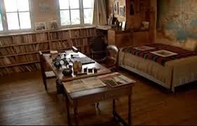 bureau d ecrivain a djemaï sur les traces des écrivains dans la maison de louis