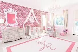 schöne babyzimmer babyzimmer mädchen rosa weiß wandtapete barockmuster babymaus